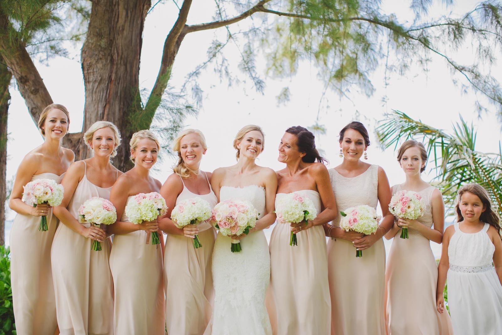 Fotografía de novia con las damas de honor.